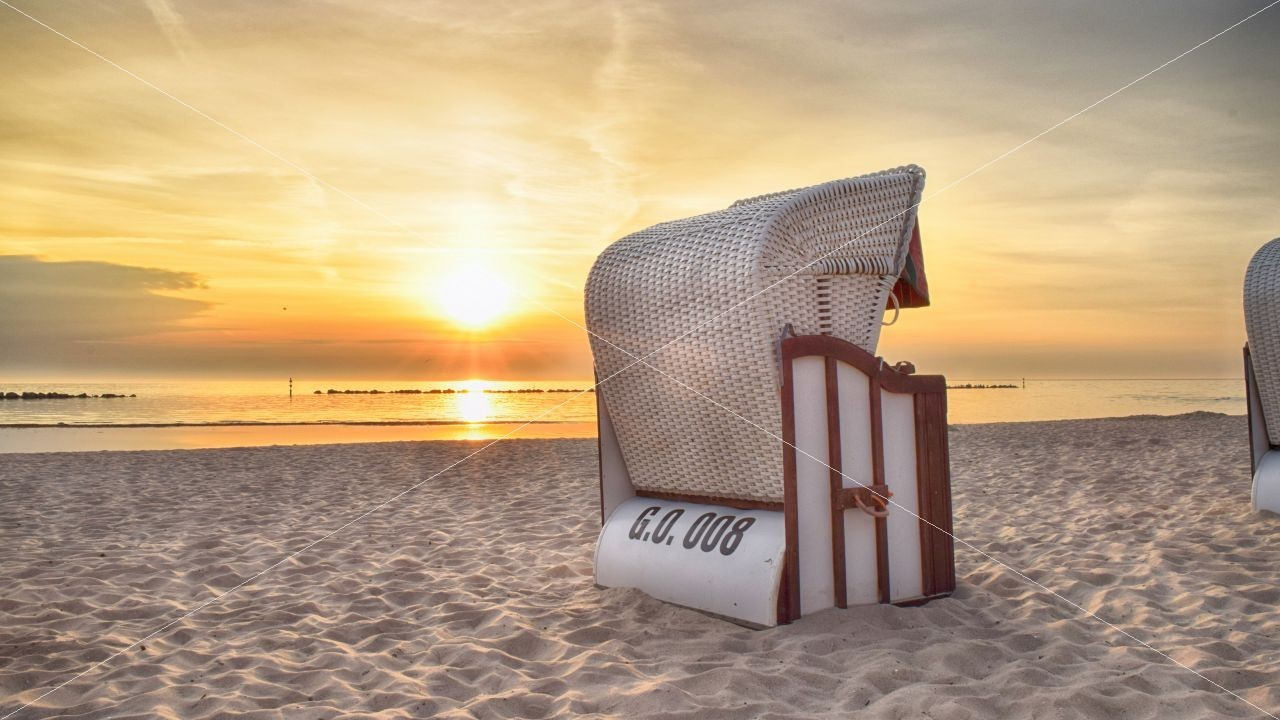 Strandkorb am Strand HDR