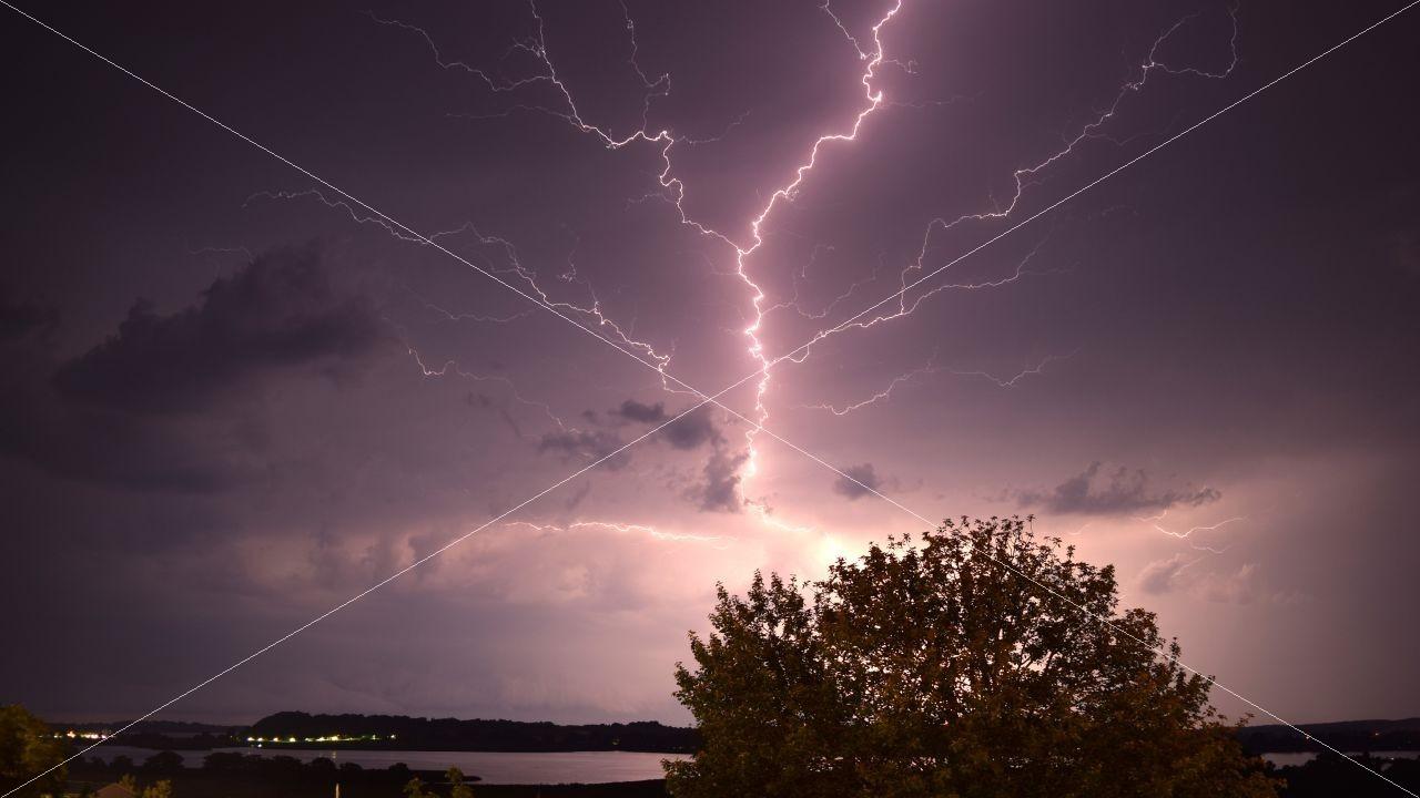 Blitze über Insel Rügen