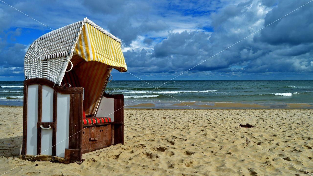 Strandkorb am Strand von Sellin