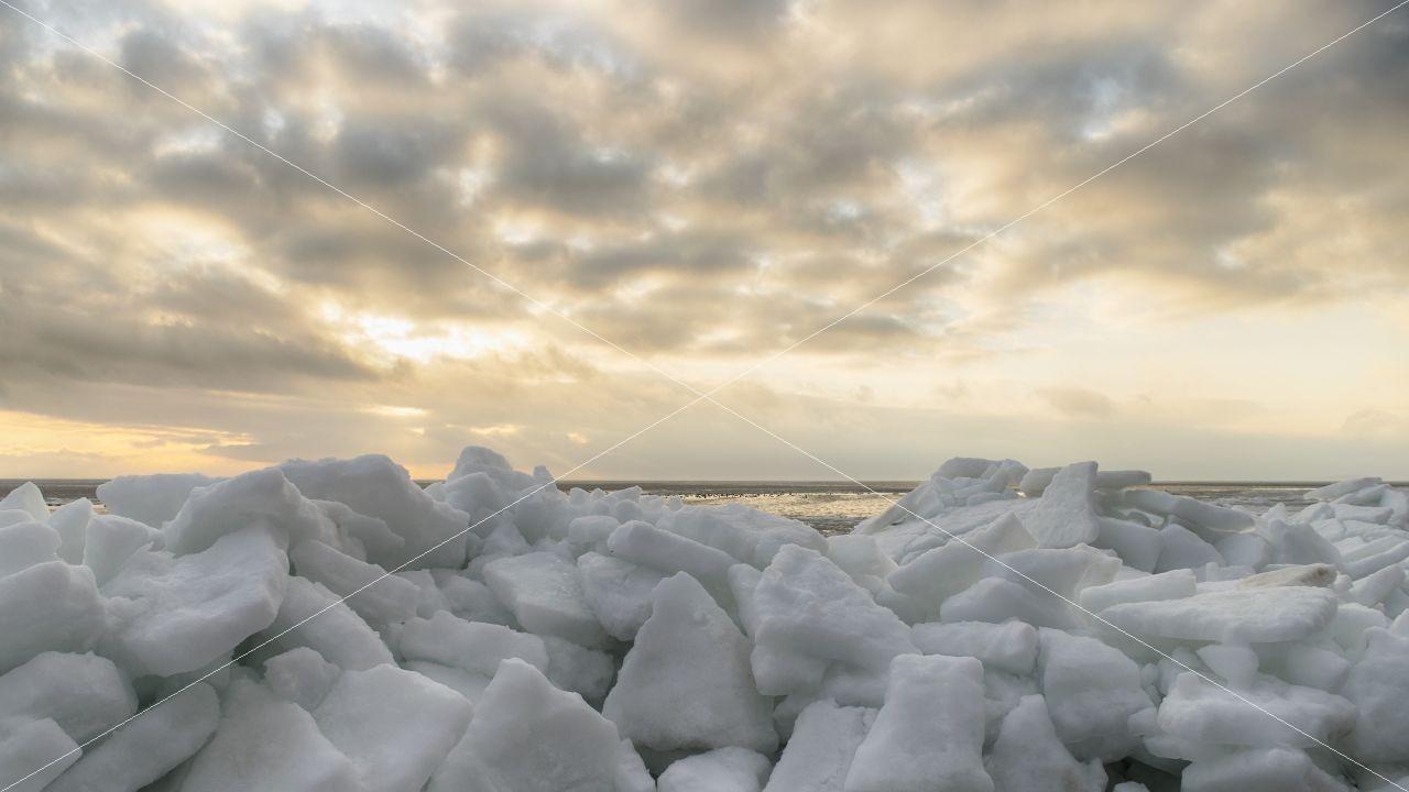 Eisschollen im Ostseebad Thiessow